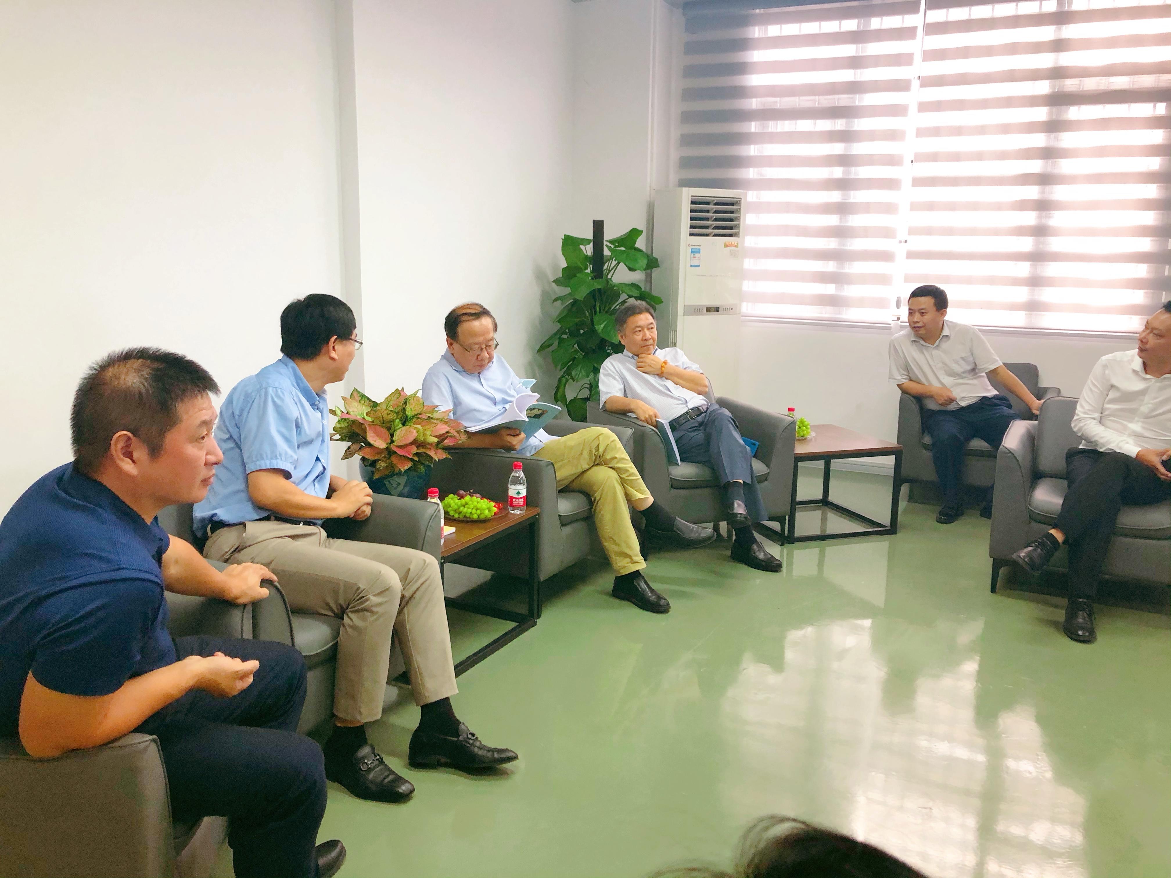 中国教育技术协会刘雍潜教授莅临国粒教育指导工作 